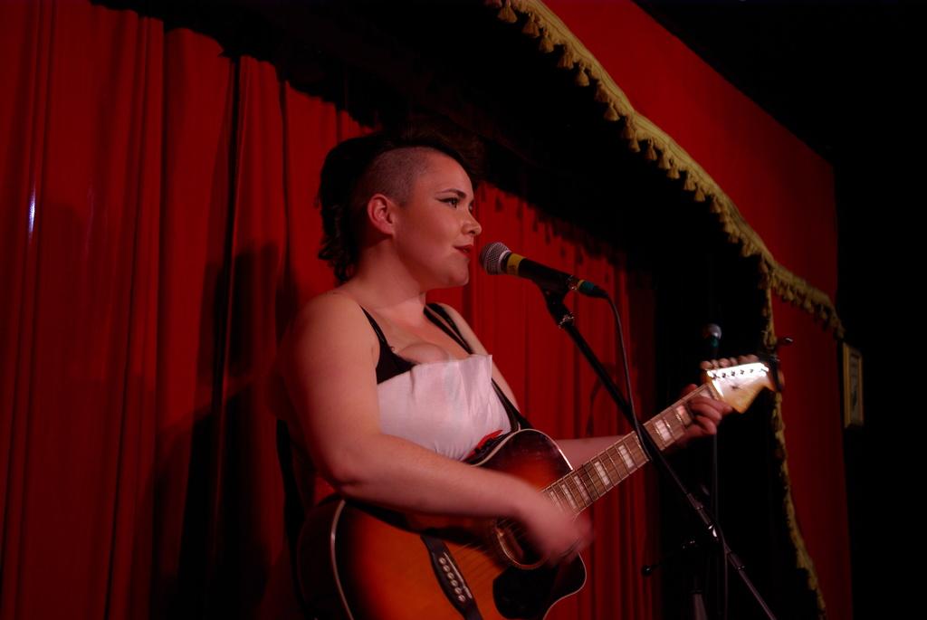 Claire Porter - Voix de Ville - The Wiggle Room Photo by David Bensimon