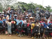 The Okala Foundation. Tamara, volunteers and the kids at school!