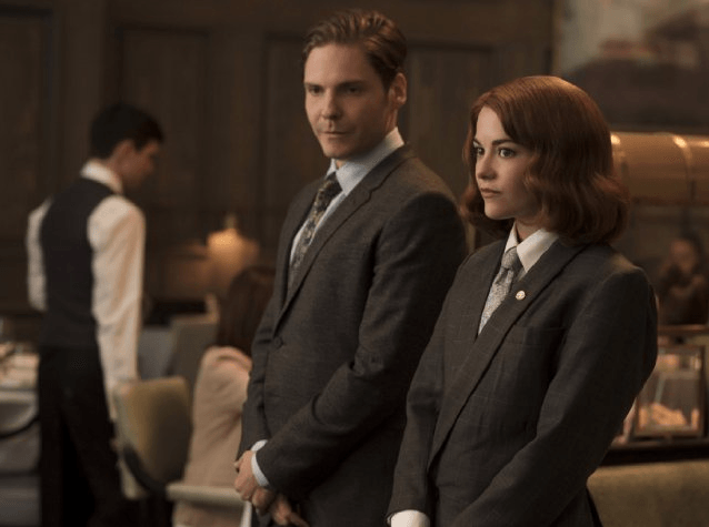Daniel Brühl and Sarah Greene in Burnt.