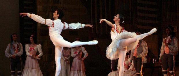 DON QUIJOTE. Dancers Anette Delgado and Dani Hernández y cuerpo de baile. Photo Nancy Reyes