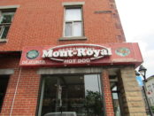 Mont Royal Hot Dog. Rue Mt. Royal. Photo Rachel LEvine