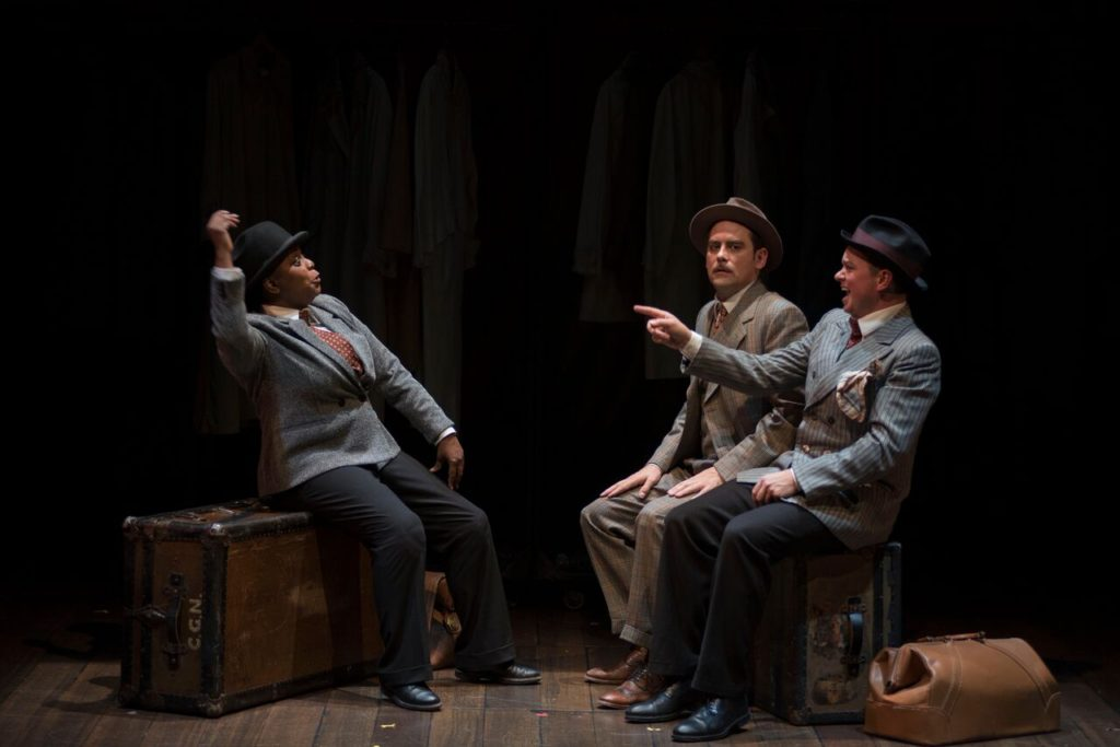 Lucinda Davis, Andrew Shaver, Trend Pardy in 39 Steps. Photo Andrée Lanthier